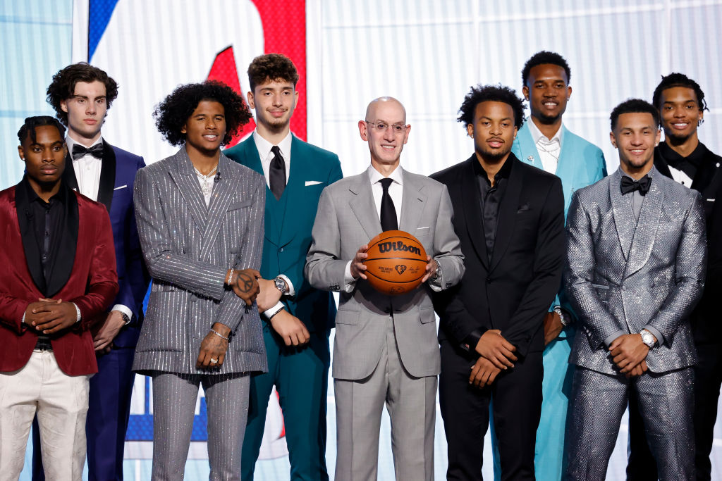 NEW YORK, NEW YORK - JULY 29: NBA commissioner Adam Silver (C) poses for photos with members of the 2021 draft class during the 2021 NBA Draft at the Barclays Center on July 29, 2021 in New York City
